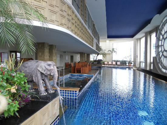 Mayfair, Bangkok - Marriott Executive Apartments : View from Roof top Pool/Bar