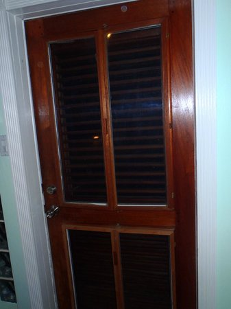 Mary's Boon Beach Resort and Spa: Window slats that don't close