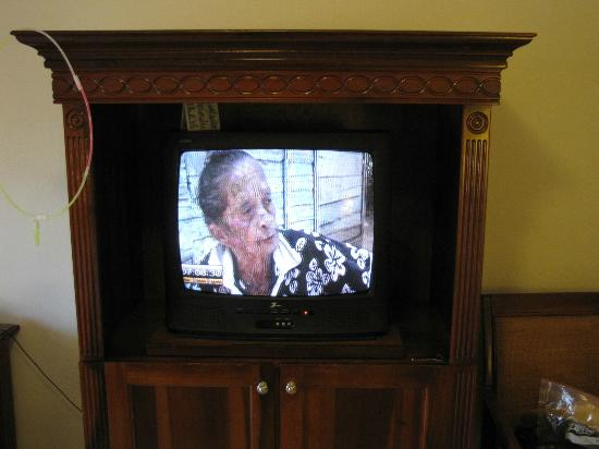 Grand Palladium Punta Cana Resort & Spa: Worst TV u'll ever exp while u want to relax in ur room