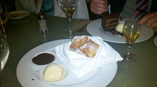 Brasserie: Chocolate filled beignets with chocolate sauce and ice cream