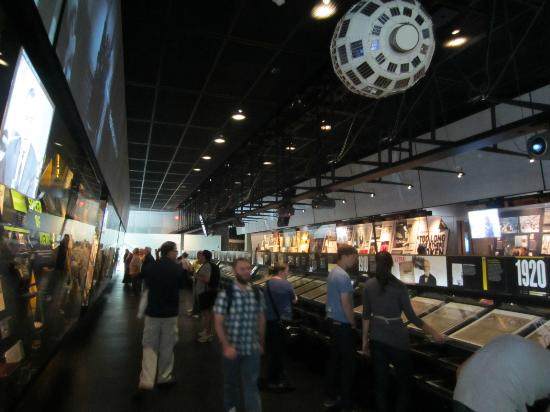 Newseum: Newspaper exhibit