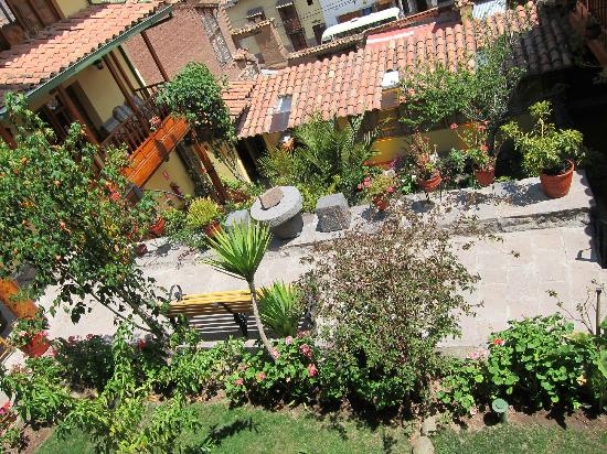 Amaru Hostal: View of the hotel's gardens