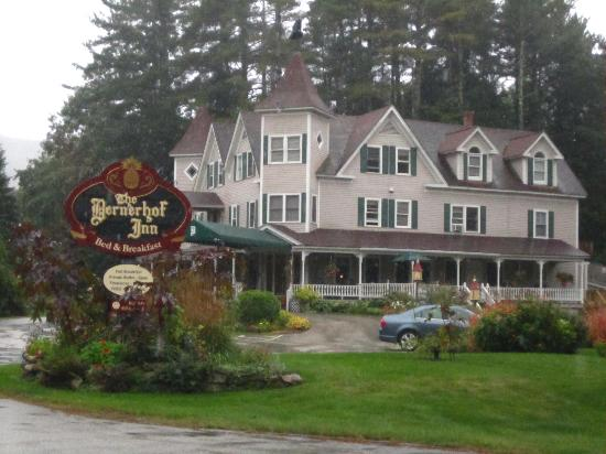 Bernerhof Inn Bed and Breakfast: Beautiful even on a rainy morning!