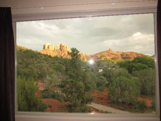 Sedona Cathedral Hideaway: View from our room at sunset