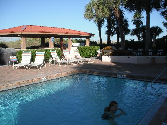 Gulf Gate Resort: Great pool area alway clean and ready to use