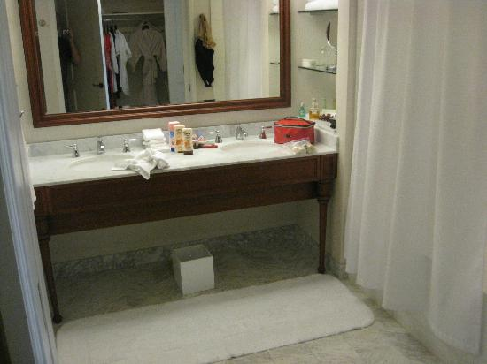 Grand Hyatt Kauai Resort & Spa: Bathroom vanity
