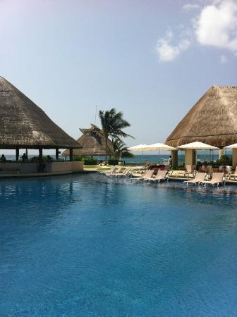 Heaven at the Hard Rock Hotel Riviera Maya: Pool on spa side