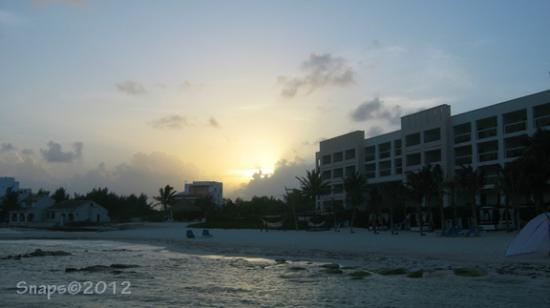 Secrets Silversands Riviera Cancun : Sunset from the beach looking back to the resort (partial resort view on right)