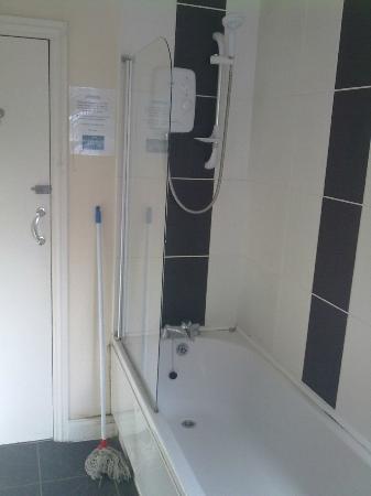 Igloo Backpackers Hostel: The bathroom