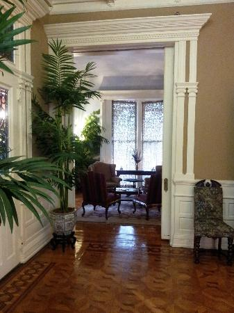 Mayor's Mansion Inn: The Foyer, looking into the Ladies' Drawing Room