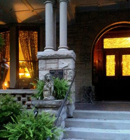 Mayor's Mansion Inn: A View of the Front Door