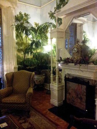 Mayor's Mansion Inn: The Ladies' Drawing Room
