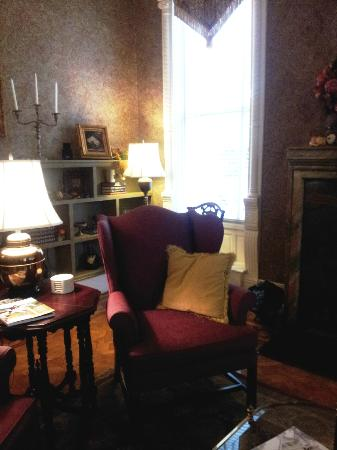 Mayor's Mansion Inn: The Library