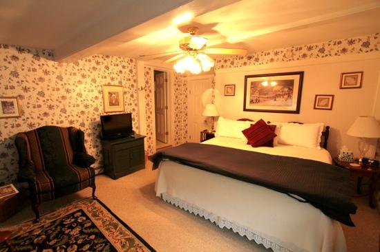 Eastman Inn: Room 3 is tastefully furnished and comfortable