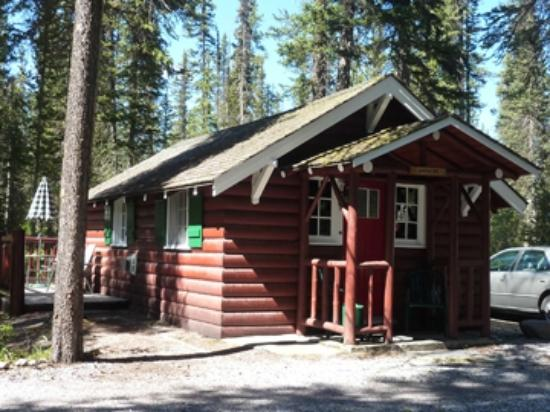 Paradise Lodge & Bungalows: Castle Mountain Bungalow #20