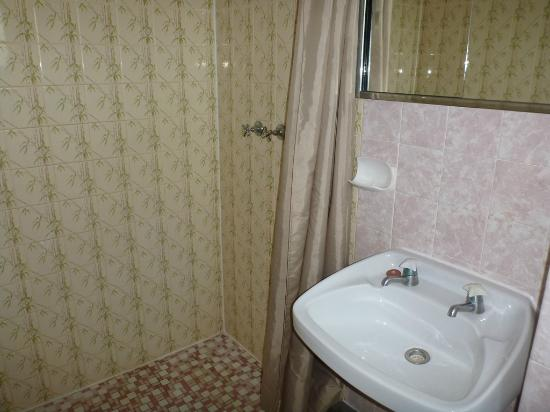 Paravista Motel: Bathroom Room 18