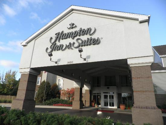Hampton Inn and Suites Chicago Lincolnshire: From the road