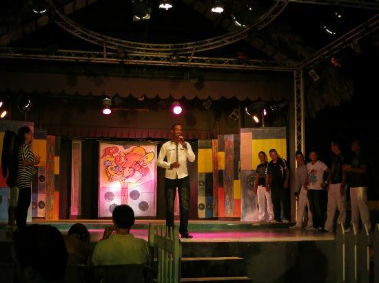 TRYP Cayo Coco: Entertainment team, Steve (dance teacher) on microphone