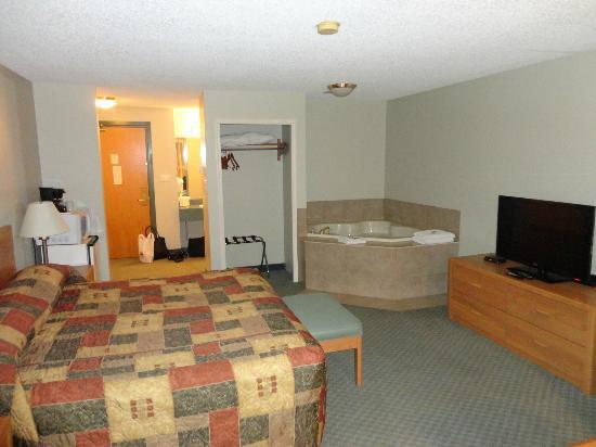 Econo Lodge & Suites: Room