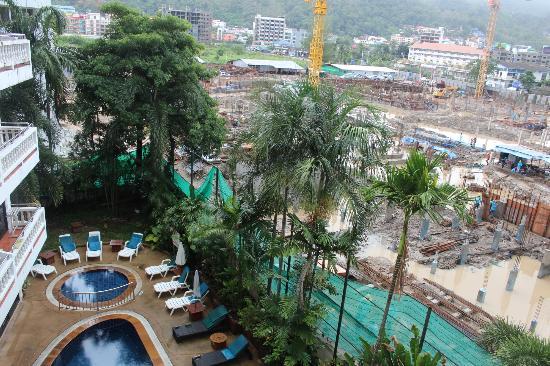 อินน์ ป่าตอง บีช โฮเทล: Swimming pool