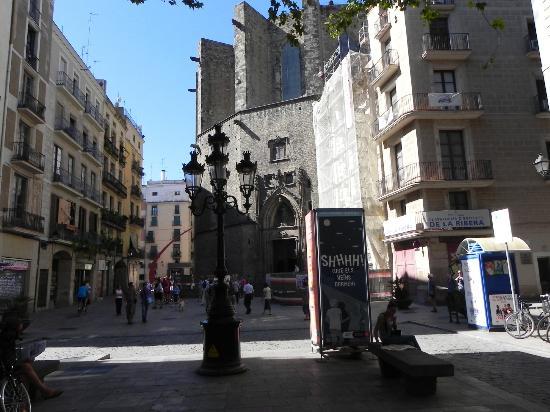 Inside Barcelona Apartments Vidreria : Appartment Neighborhood