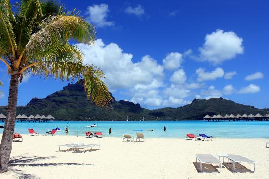 Le Meridien Bora Bora: View from the hotel beach