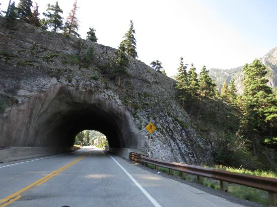 Million Dollar Highway: cool tunnel carved out in the mountain side