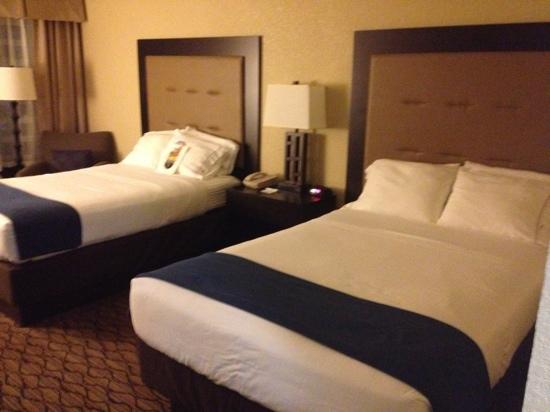 Holiday Inn Express Baltimore - BWI Airport West: two double beds