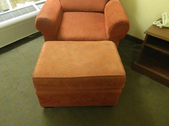 Quality Inn Oxford: Chair and ottoman