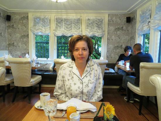Abigail's Hotel: Free Breakfast