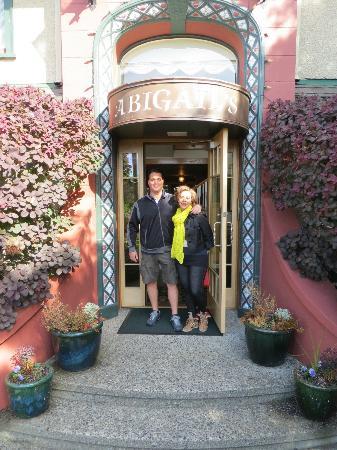 Abigail's Hotel: Front of Inn