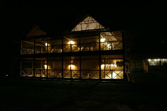 Inkaterra Hacienda Concepcion: Main lodge at night