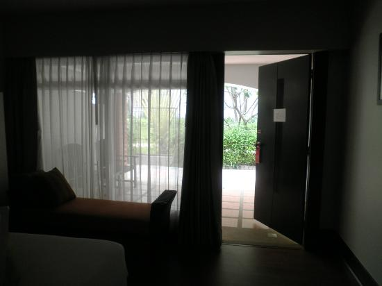 Patong Resort: Looking out to outside of room