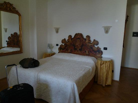 Charles Bridge Palace: Our bedroom