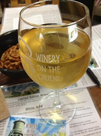 Winery on the Gruene: harbor white!