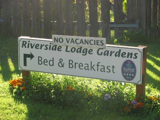 Riverside Lodge Gardens: We're here