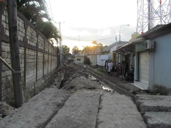 Baik Baik Villas: The road repairs