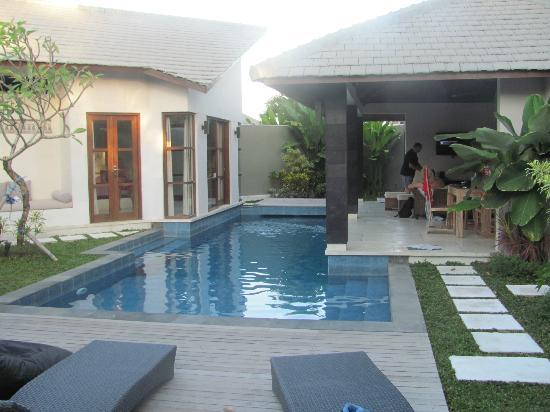 Baik Baik Villas: the pool area