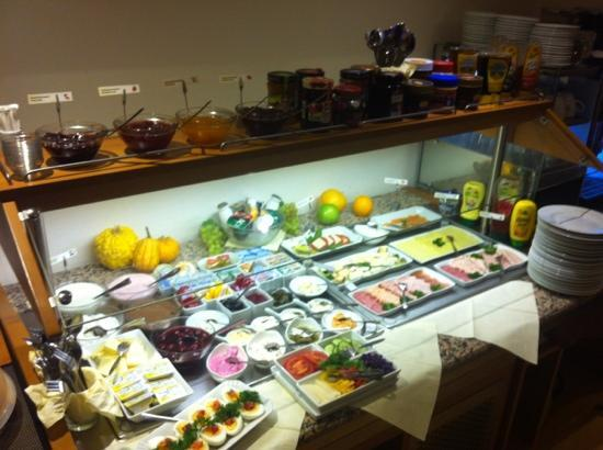 Garden Hotel: breakfast