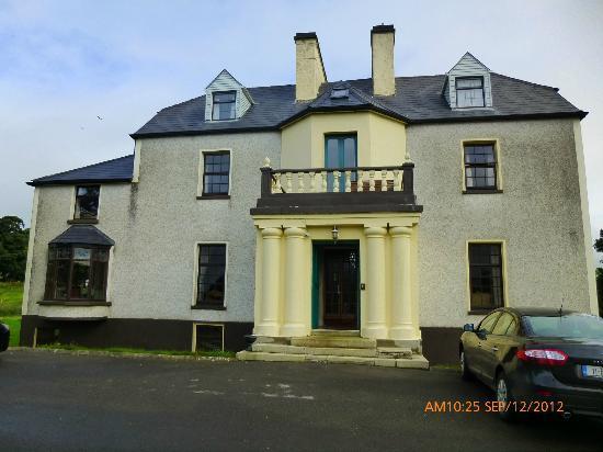Cavangarden House: Front fiew