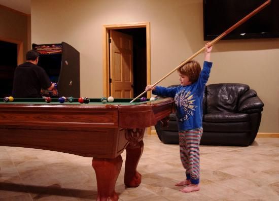 Elk Springs Resort : The boys made good use of the game room.
