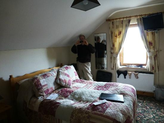 Twin Peaks B&B: Room
