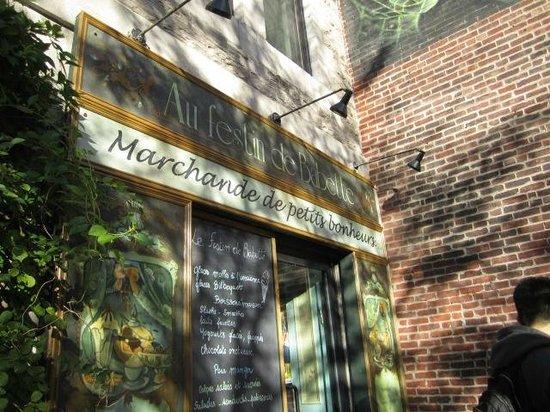 Au festin de Babette : Café entrance