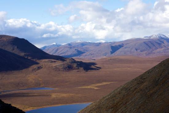 Iniakuk Lake Wilderness Lodge: Looking across the valley