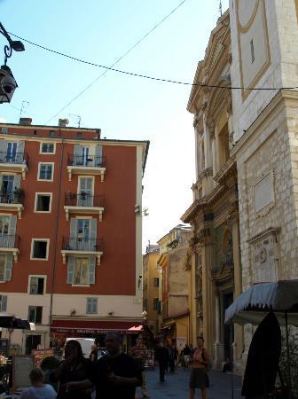 Place Rossetti : 広場の一角