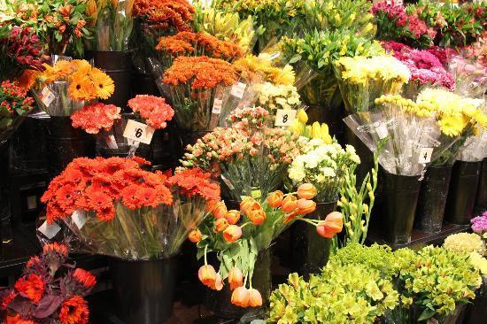 Wegmans Market Cafe: Fresh Flowers
