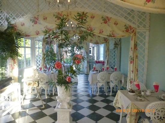 Maranatha Country House: Solarium set up for breakfast