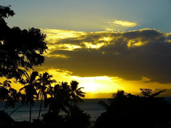 Coconut Grove Beachfront Cottages: Sunset on Taveuni