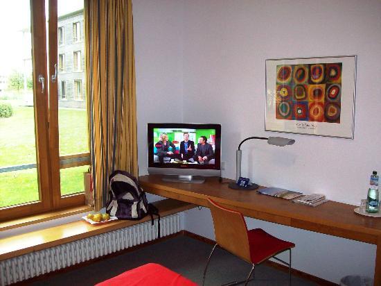 Ostseehotel Dierhagen: TV am Schreibtisch