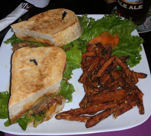 Seven Horse Pub: Superfecta sandwich w/ sweet potato fries and pickled carrots